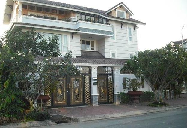 Bán biệt thự khu An Phú gần căn hộ The Vista DT 15x17m có sân vườn thoáng mát