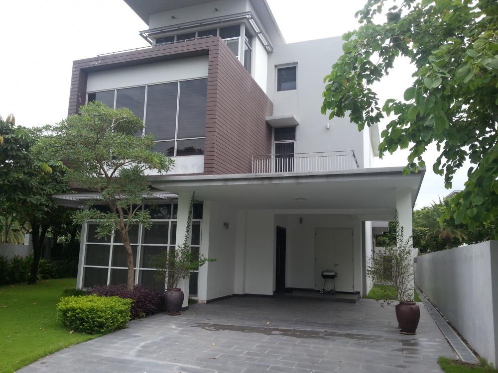 Biệt thự Riviera Cove 388m2 1 trệt 2 lầu nhà thô có sân vườn cảnh quan tươi mát