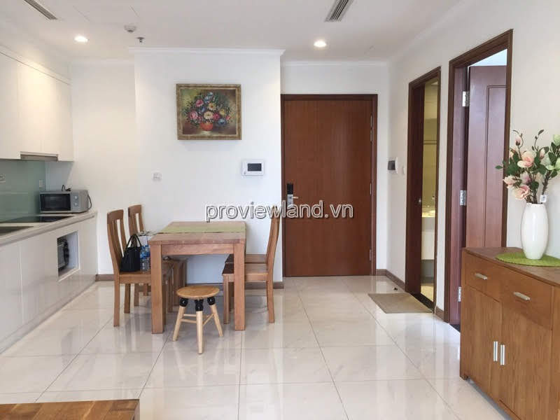Vinhomes Central Park sells 1-bedroom apartment high floor in C2 tower full furnished