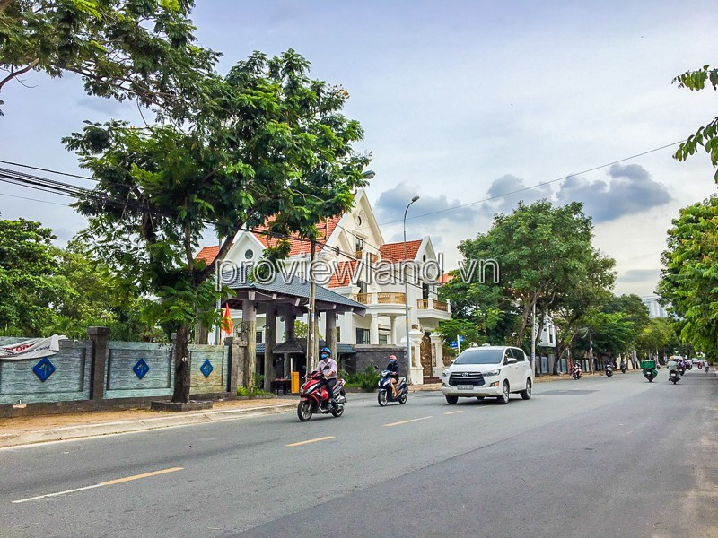 Villa Thao Dien in District 2 needs to rent corner 3 front