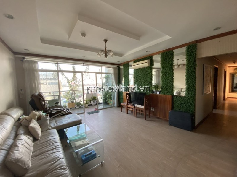 Apartment low floor for rent 4 Bedrooms in Hoang Anh Riverview